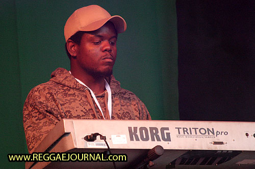 keyboard player 2008-08-09 Reggae Sundance, E3 strand, Eersel, Holland