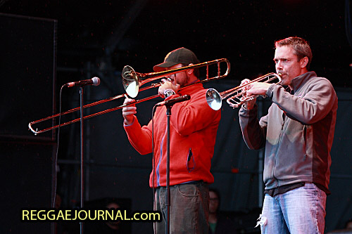 Kelsey Howard, trombone and David Chachere, trumpet, Groundation 2011-07-16 Dour festival, Dour, Belgium