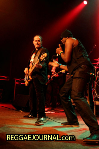 Kool Johnny Kool with bass guitar player, House of Riddim 2014-11-01 Arsenaaltheater, Vlissingen, Holland