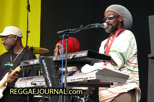 Edwin Byron, guitar and Christian Molina, drums and keyboard player, Midnite 2007-08-12 Reggae Sundance, E3 strand, Eersel, Holland