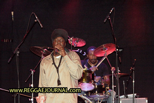 Richie Spice with Phanso, drums, Gumption Band 2010-06-22 Off Corso, Rotterdam, Holland